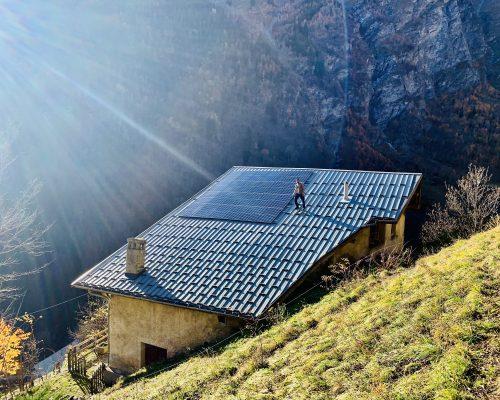 image autoconsommation avec vente totale installé par Cimes énergies en Haute-Tarentaise