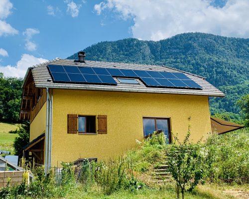 Image Autoconsommation avec vente de surplus installé par Cimes Énergies en Savoie