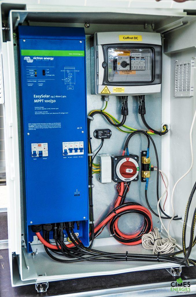 Focus intérieur armoire électrique remorque solaire Cimes énergies 2021